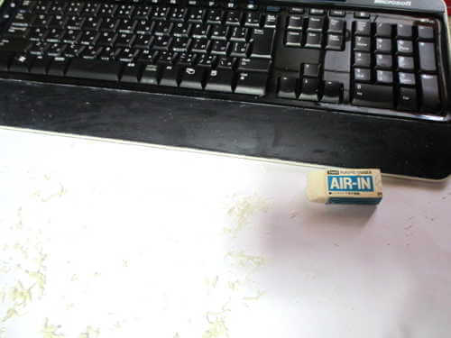 マイクロソフトワイヤレスキーボード 消しゴムカス